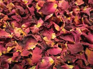 20180312 Naturfüllstoff Rosenblütenblätter
